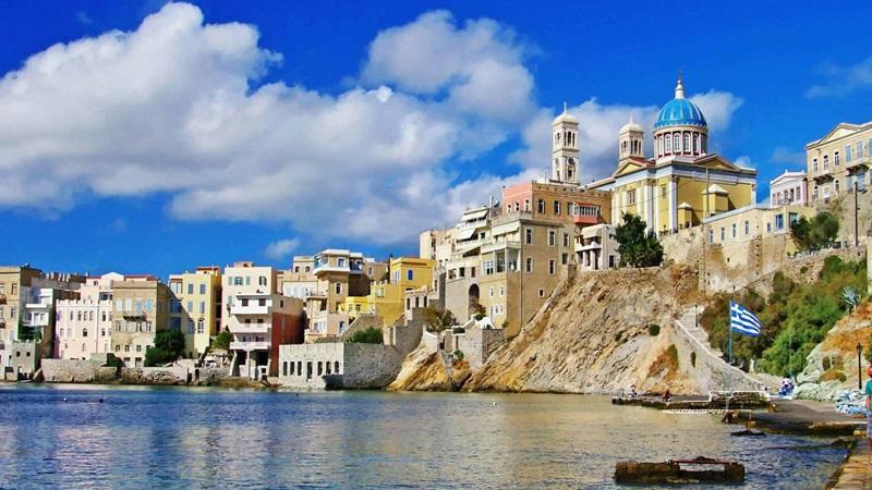 Πρώτη επιλογή για τις πασχαλινές διακοπές αναδεικνύεται το νησί της Σύρου
