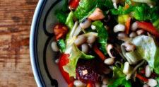 Σαλάτα με φασόλια μαυρομάτικα – Salad with black eyed beans