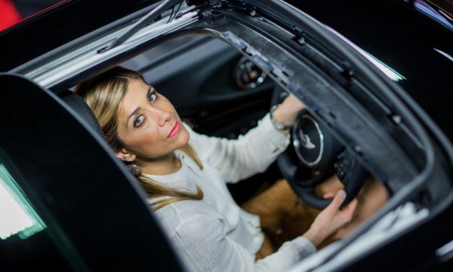 Η πιο επιτυχημένη πωλήτρια αυτοκινήτων στη Γερμανία είναι Ελληνίδα