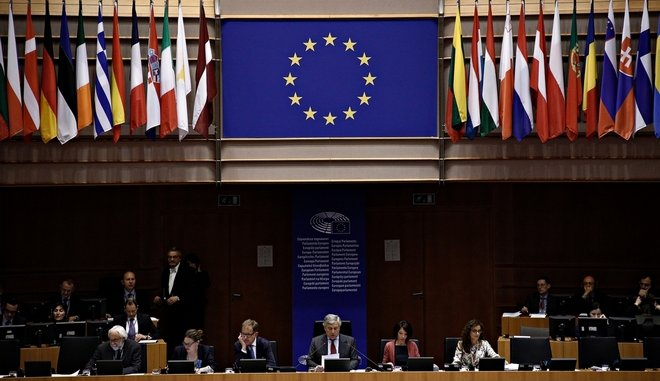 Το Ευρωκοινοβούλιο καλεί την Τουρκία να απελευθερώσει τους δύο Έλληνες στρατιωτικούς