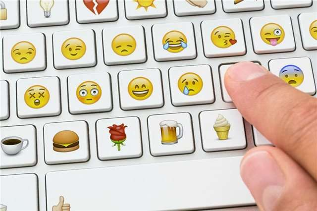 Στο Βόλο η πρώτη καταδίκη για χαμογελαστό emoticon στο Facebook