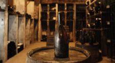 Τιμή-ρεκόρ για ένα μπουκάλι κρασί -Εφτασε τα 103.700 ευρώ
