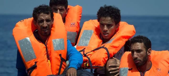 Λιβύη: Η ακτοφυλακή ανέσυρε 5 πτώματα μεταναστών και διέσωσε άλλους 193
