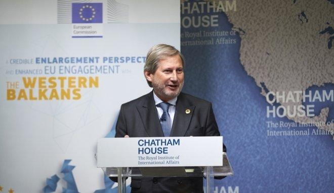 Η Κομισιόν λύνει την παρεξήγηση με τις δηλώσεις Χαν για τα σύνορα Ελλάδας- Αλβανίας