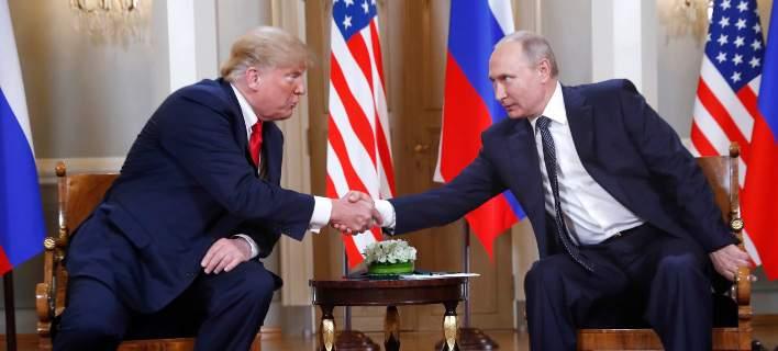 Aρχισε η σύνοδος Τραμπ-Πούτιν -Σφιχτά χαμόγελα, χειραψία εξπρές 3 δευτερολέπτων