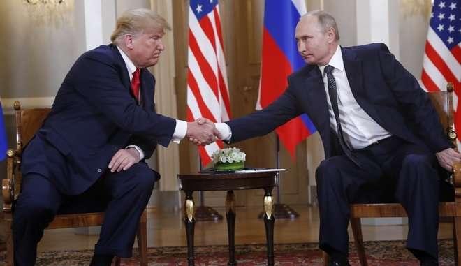 Le Monde: Ο Πούτιν «επικράτησε» στη συνάντηση με τον Τραμπ