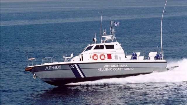 Θρίλερ στις Οινούσσες: Αγνοούνται δύο Ελληνοαμερικανοί μετά από ανατροπή σκάφους