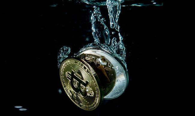 Σε ελεύθερη πτώση το Bitcoin: «Κλαίνε» τα λεφτά τους όσοι είχαν επενδύσει στο κρυπτονόμισμα