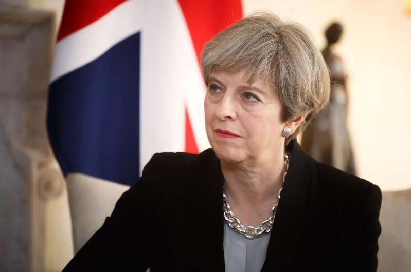 Βρετανία: Παραμένει στην εξουσία η Μέι – Απορρίφθηκε η πρόταση μομφής