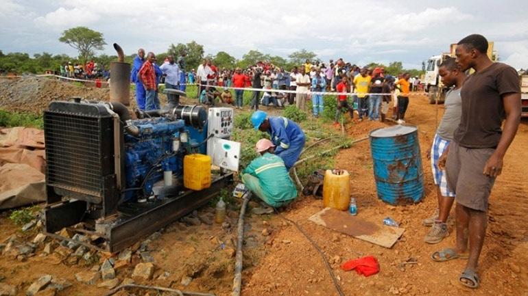 Ζιμπάμπουε: Χάνονται οι ελπίδες να βρεθούν ζωντανοί 70 εργάτες ορυχείων που παγιδεύτηκαν σε στοές