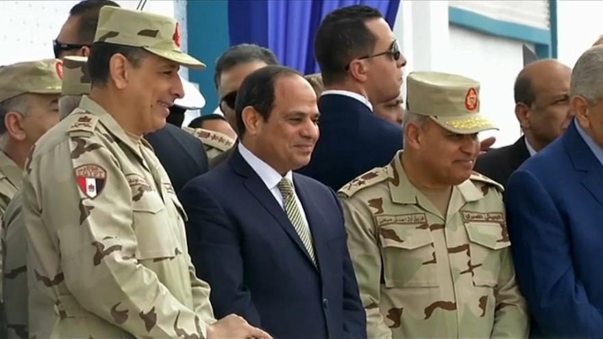 Πρόσω για πρόεδρος ως το 2034 ο Aλ Σίσι