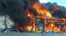 Οδηγός έβαλε φωτιά σε σχολικό με 51 επιβάτες!