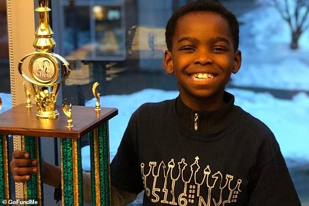 Οκτάχρονος πρόσφυγας από τη Νιγηρία μένει σε καταφύγιο αστέγων αλλά έγινε πρωταθλητής στο σκάκι