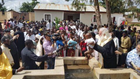 Ομαδικές Βαπτίσεις από τον Πατριάρχη Αλεξανδρείας