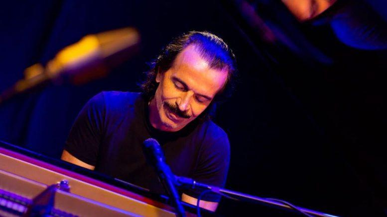 Συναυλία του 'Ελληνα μουσικοσυνθέτη Yanni σε παραθαλάσσιο θέρετρο κοντά στην Αλεξάνδρεια