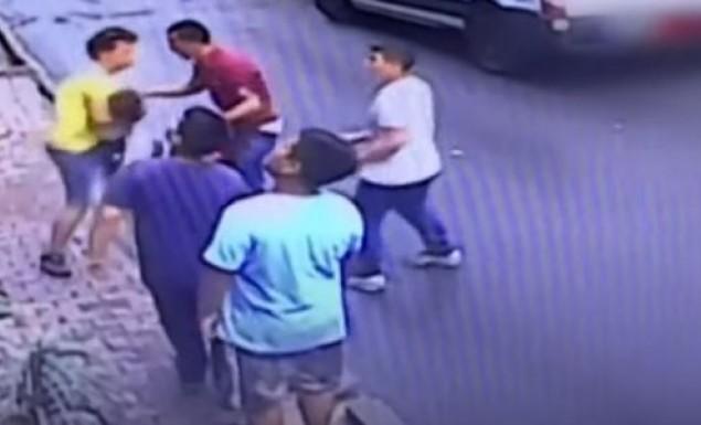 Ένας 17χρονος μετανάστης έσωσε κορίτσι που έπεσε από το παράθυρο