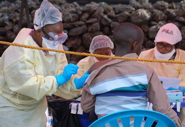 Σε νέα επαρχία εξαπλώθηκε η επιδημία Έμπολα στη Λαϊκή Δημοκρατία Κονγκό