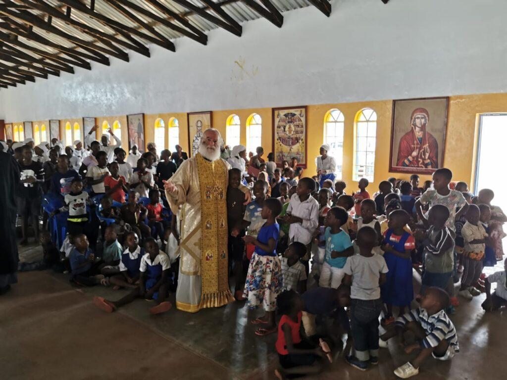 Ο Πατριάρχης εόρτασε με τα «παιδιά των σκουπιδιών»