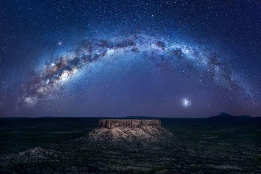 Γαλαξίας «στεφανώνει» την έρημο