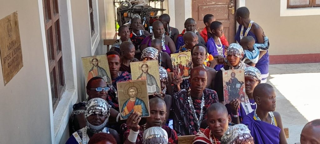 Κατασκευή εικόνων στο Ιεραποστολικό Κέντρο Ιρίνγκας