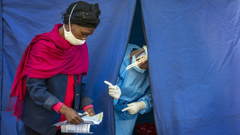 ΠΟΥ: Η Αφρική «απέχει πολύ από το να θεωρηθεί έτοιμη» για μαζικούς εμβολιασμούς