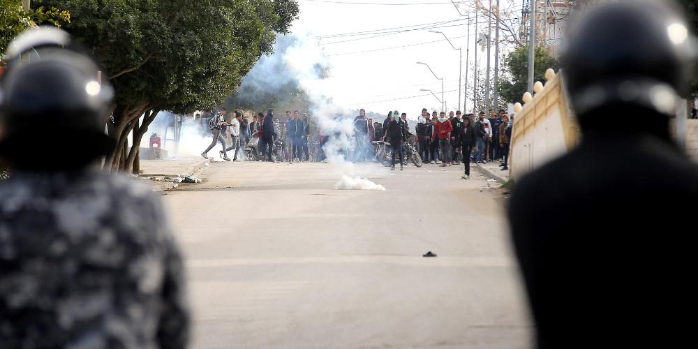 Φλέγεται η Τυνησία: Μεγάλες ταραχές 10 χρόνια με την «Αραβικη Ανοιξη»