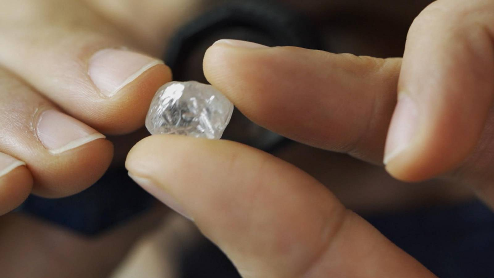 Η Αγκόλα επενδύει στον κλάδο των διαμαντιών