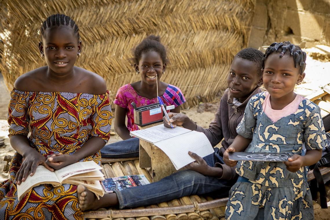Εκπαίδευση μέσω ραδιοφώνου για τα παιδιά στο Μάλι
