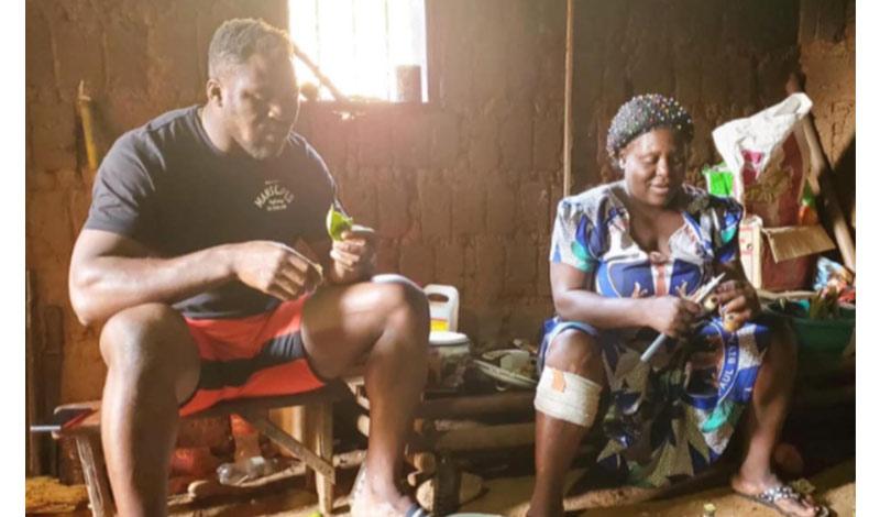 Francis Ngannou : «Όταν επιστρέφω στο χωριό μου στο Καμερούν δουλεύω στο ορυχείο με τους φίλους μου!»