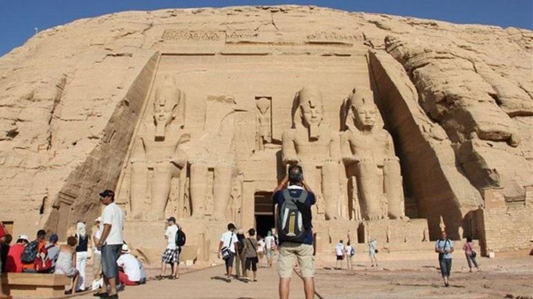 Η Αίγυπτος θα ολοκληρώσει σύντομα τον εμβολιασμό όλων των εργαζομένων στον τουρισμό