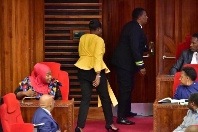 Τανζανία: Έδιωξαν από τη βουλή γυναίκα βουλευτή, λόγω του «στενού» παντελονιού της
